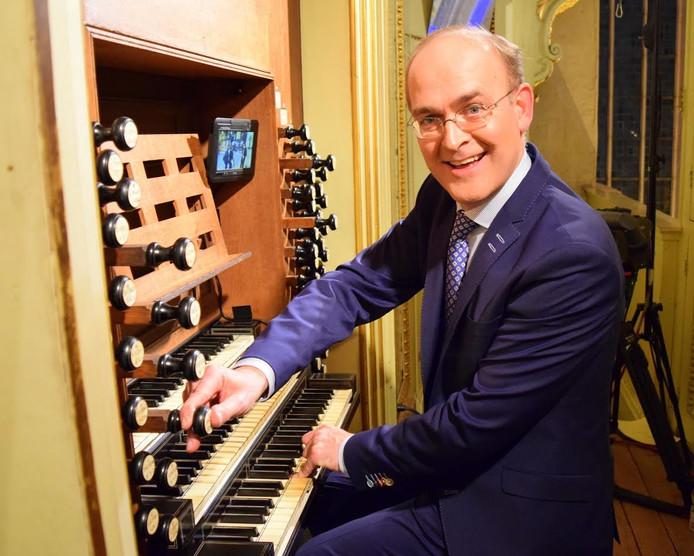 Harm Hoeve is organist en dirigent en hij geeft een Orgelzomer-concert met koraalbewerkingen en klassieke muziek.