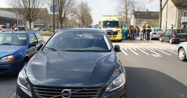 Kind gewond na aanrijding met auto in Waalwijk.
