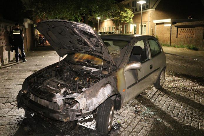 De uitgebrande auto.