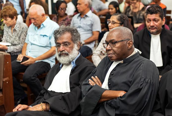 Irvin Kanhai (links), advocaat van Desi Bouterse.