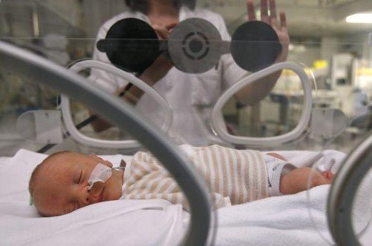 Een pasgeboren baby op de afdeling neonatologie. ANP Beeld