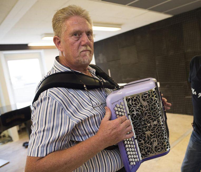 Guy Hennebel kreeg destijds een accordeon van zijn vader.
