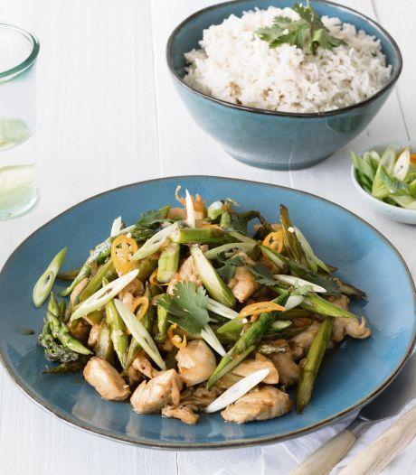 Wat Eten We Vandaag: Roerbakgerecht met kip, groene asperge en gember