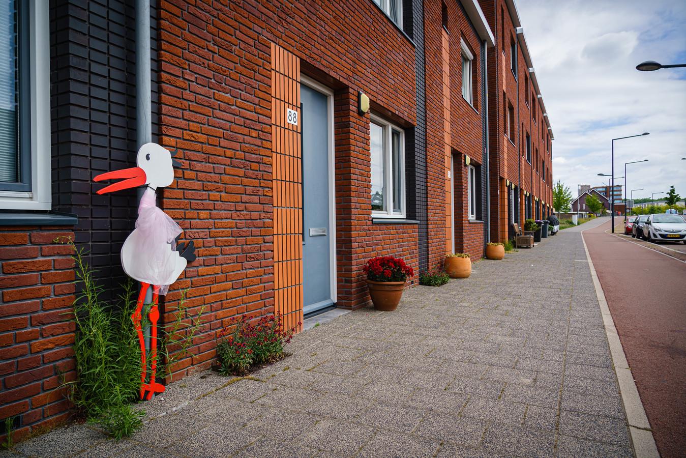 Als er ergens nieuwe huizen worden gebouwd, geven gemeenten die nieuwe adressen door aan Post NL. Bij Els Aarden liep het mis toen ze naar een woning in Bergen op Zoom verhuisde die vroeger als loods werd gebruikt.