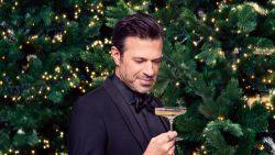 """VIDEO. """"Ik eet altijd gourmet op kerst"""", Sergio Herman toast samen met andere kerstexperts op NINA"""