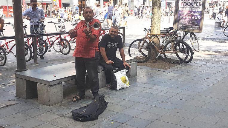Met de solden zijn de trompetviolisten uiteraard op de Meir te vinden.