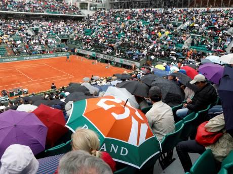 Tennisfans weer welkom op Roland Garros, Spaanse voetbalstadions blijven langer leeg
