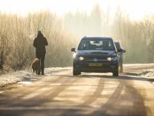 Auto's van de weg door gladheid in Drenthe en Groningen