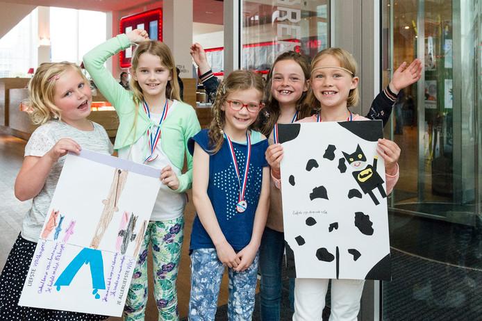 De winnende leerlingen uit Breda van de Poem Express.