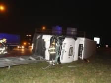 Verbindingsweg tussen A59 en A2 nog tot 11.00 uur dicht na ongeluk met vrachtwagen vol drank