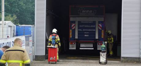 Vrachtwagen vat vlam in de wasstraat