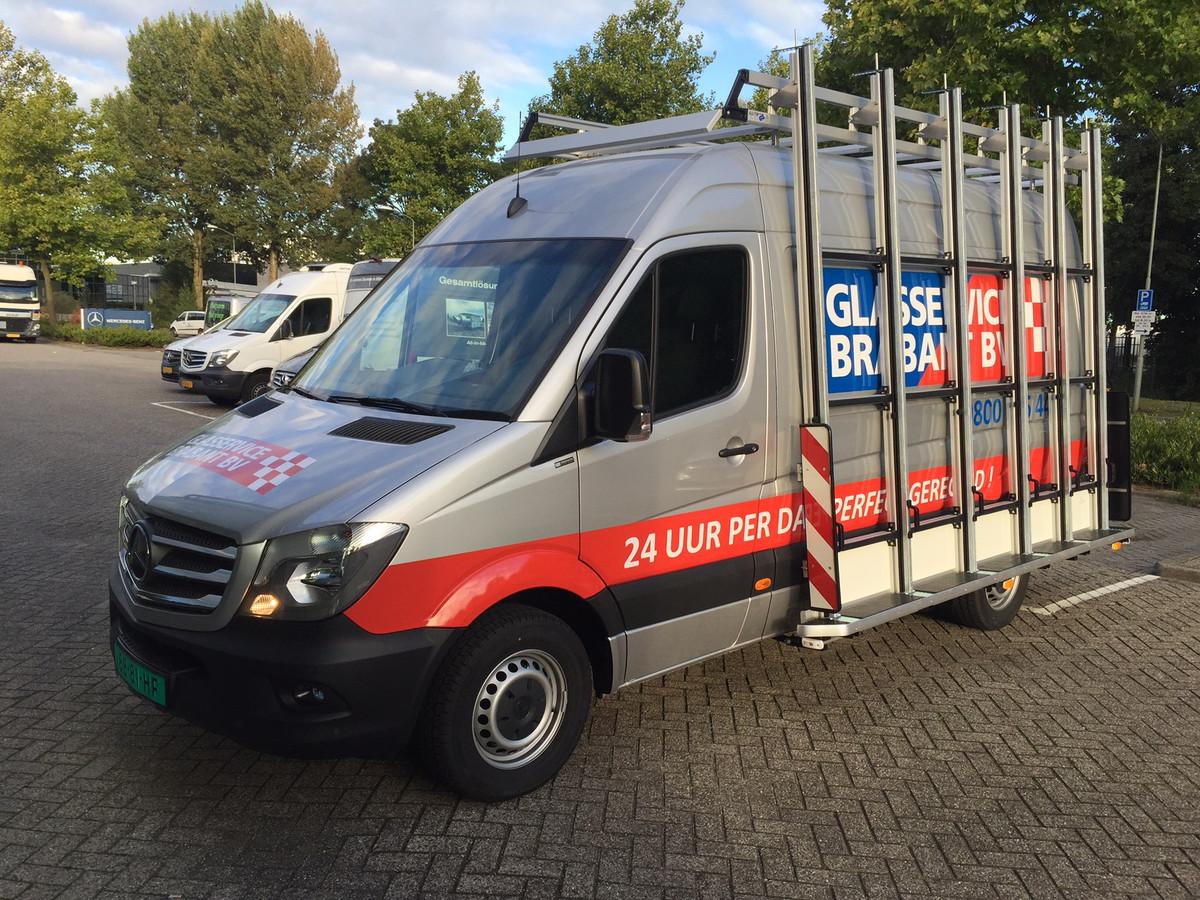 De bus die maandagavond werd gestolen en dinsdag weer terecht was, na een achtervolging in Duitsland.