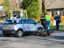 Scooterrijder gewond na aanrijding met auto in Apeldoorn