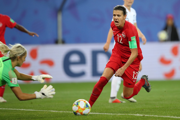 Christine Sinclair (rechts).