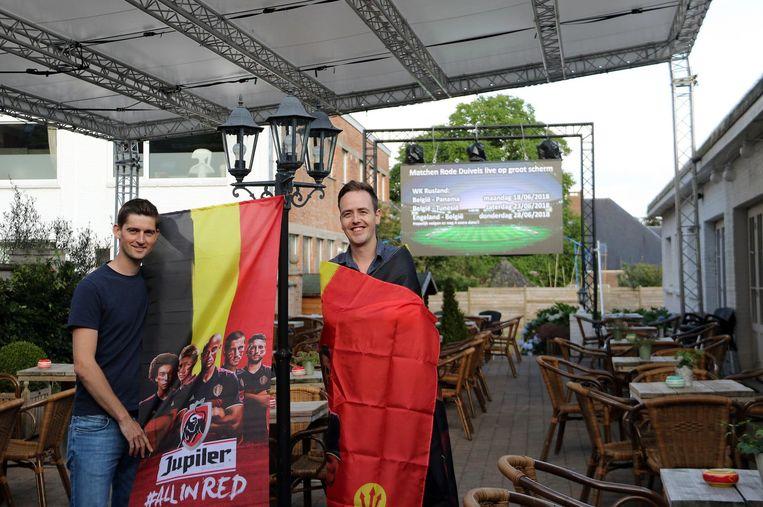 Pieter Servaes (l.) en Tom Gabriëls van café De Rijkswacht.