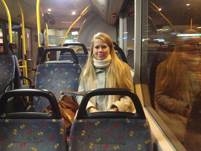 Myrthe van der Putten in de vroege bus