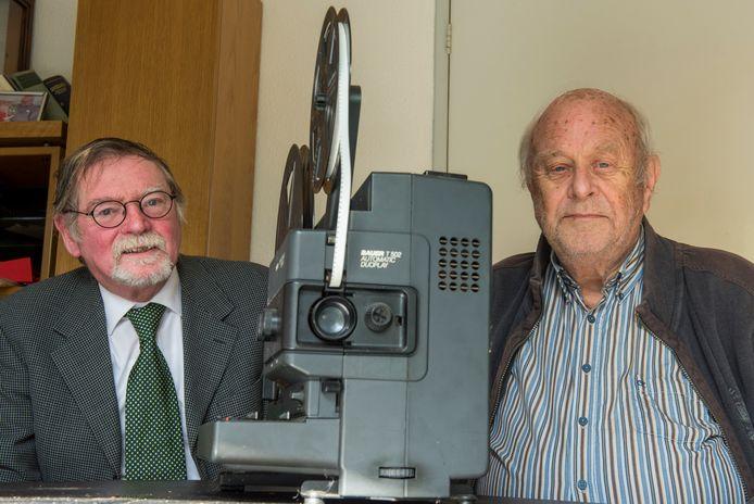 Toon Thielemans (links) en Phocas Kroon achter een Bauer T502 Automatic Duoplay projector