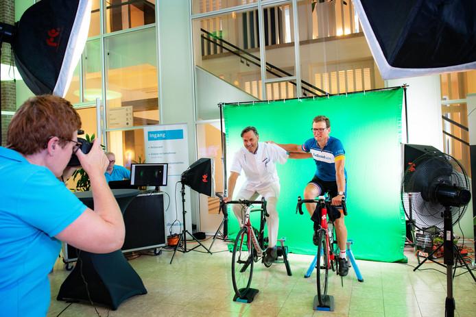 Nijmegen/Nederland: bart kiemeney fietst op rollerbank 200 km. li. uroloog dr MuldersDgfotofoto: Bert Beelen