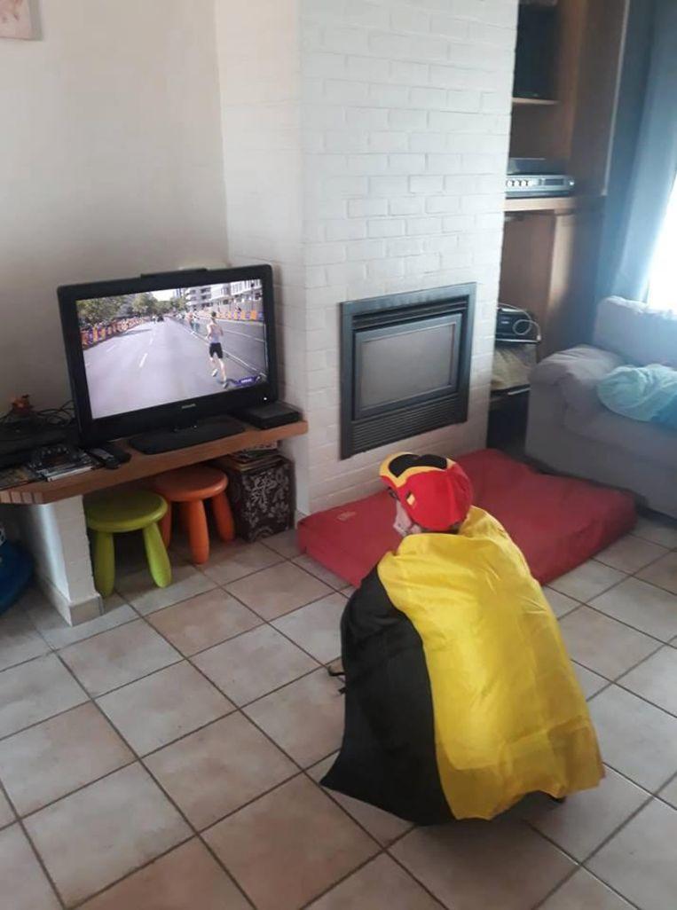 Koens zus Evelien volgt de marathon al nagelbijtend thuis op televisie.