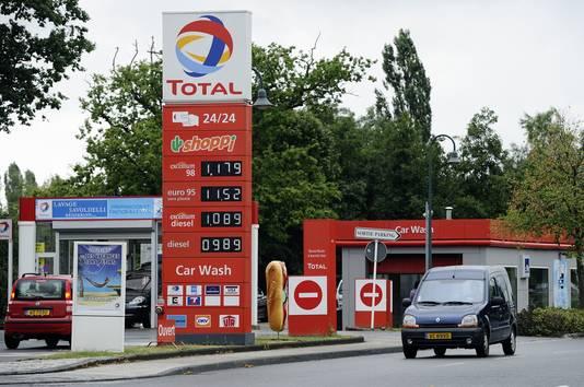 Veel Nederlands tanken die op vakantie gaan in Frankrijk of Spanje tanken nog even in Luxemburg waar de benzine een stuk goedkoper is.
