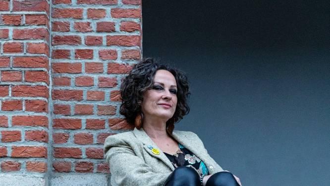 """Zangeres Nikkie van Lierop transformeerde van nachtraaf in een vroege vogel: """"Vroeger ging ik slapen om 5 uur, nu word ik op dat uur wakker"""""""