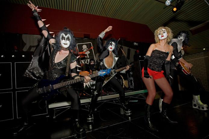 Kiss Again tijdens een eerdere editie van Women in Rock.