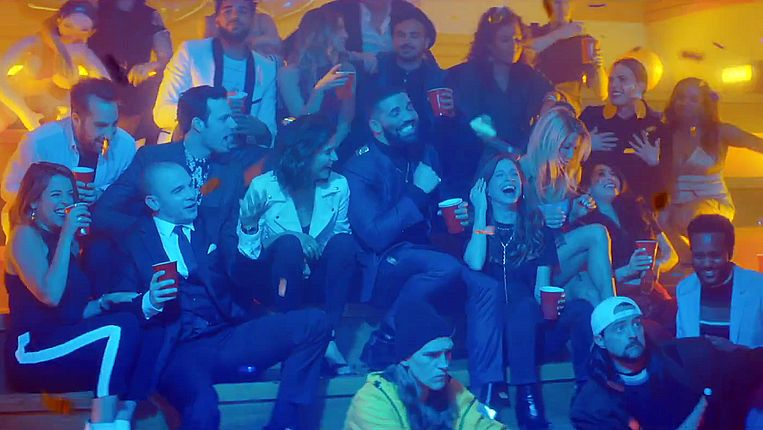 De castleden van 'Degrassi' zijn te zien in de nieuwe clip van 'Drake'.