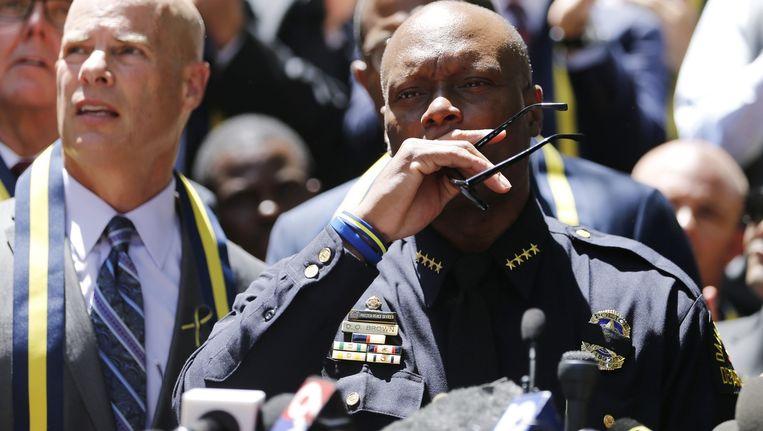 Het hoofd van de politie in Dallas spreekt over de dood van vijf van zijn agenten. Beeld epa
