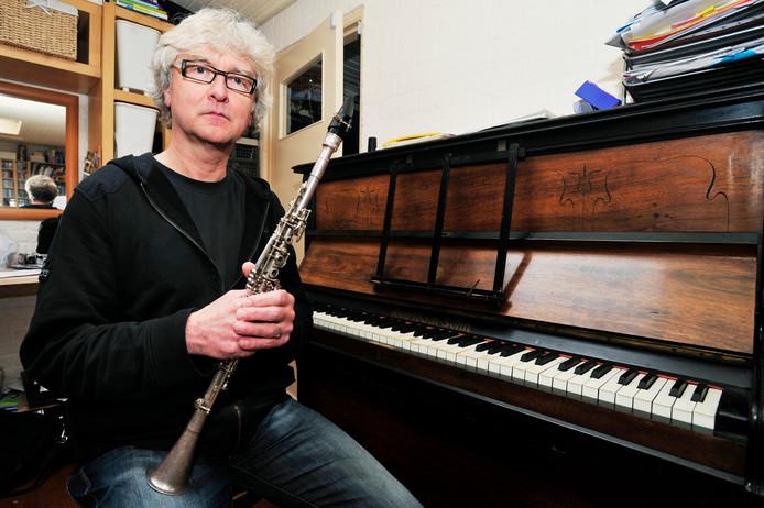 Maarten Jense (foto) arrangeerde de muziek voor De Impresario. Michiel van der Sanden schreef de tekst en Koen Ketelaars doet de regie en vormgeving.