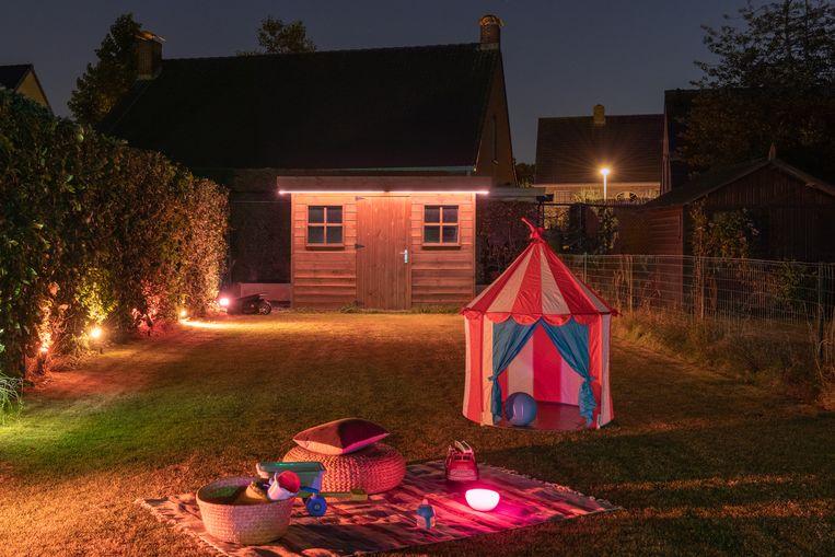 Tuin van Maarten Vancoillie met de slimme buitenverlichting van Philips Hue