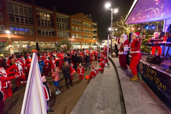 Kerstmannenrace Voor Het Goede Doel Dit Jaar Voor Het Eerst In