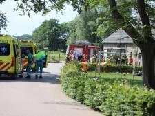 Persoon bekneld onder tractor in Eemnes