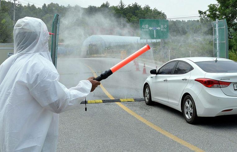 Desinfectering tegen influenza in Zuid-Korea. Beeld epa