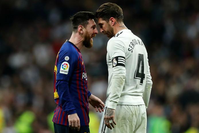 De aanvoerders van Barcelona en Real Madrid (Lionel Messi en Sergio Ramos) staan hoofd-aan-hoofd bij een confronatie uit vorig seizoen.