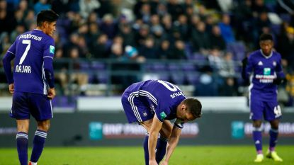 Vanhaezebrouck baalt: Anderlecht blijft achter met één op negen na late penaltygoal Charleroi