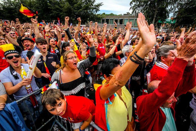 Terwijl België Tunesië in de pan hakt, schreeuwen de supporters zich hees.
