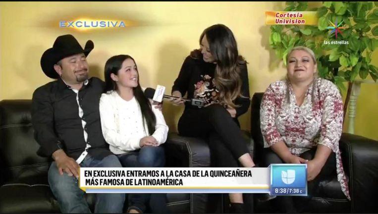 Mediahype Rubí en haar ouders op de Mexicaanse televisie. Beeld