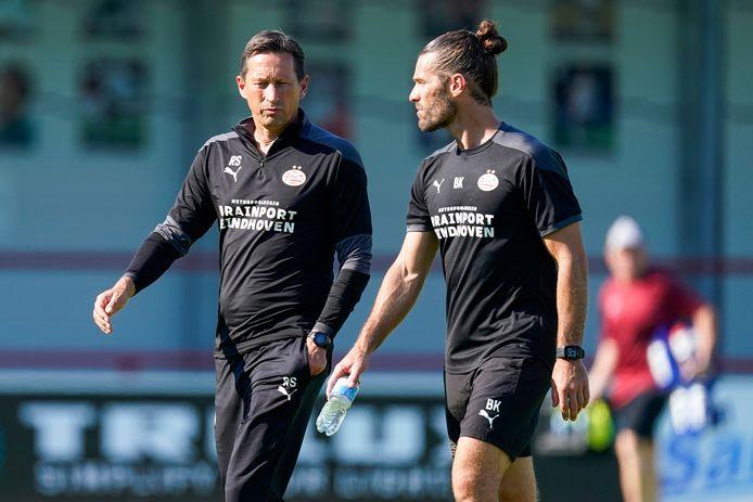 Roger Schmidt en Benjamin Kugl, de hoofdcoach en fysieke trainer van PSV.