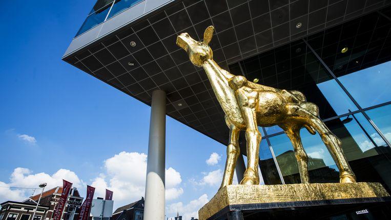 Het Gouden Kalf staat voor TivoliVredenburg in Utrecht. Beeld anp