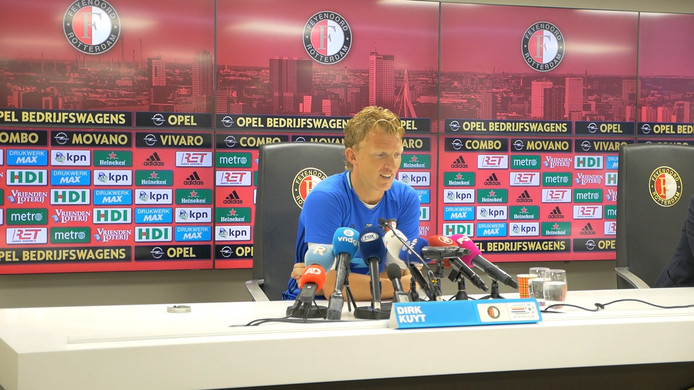 Dirk Kuyt bij de persconferentie