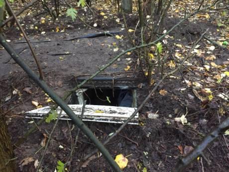 Geld, drugs en kalasjnikovs gevonden in ondergrondse ruimtes bij woonwagenkamp Oss
