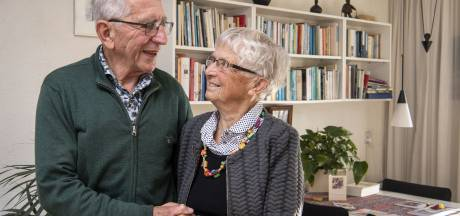 Diamanten pioniers uit Almelo koesteren de herinneringen: 'We waren zo ongeveer de eersten in Vroomshoop die met het vliegtuig reisden'