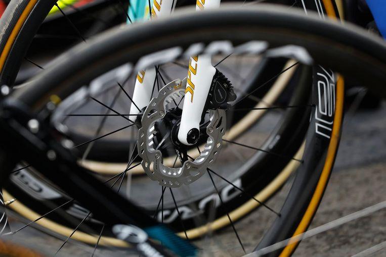Schijfrem van Tom Boonen voor de start van de wielerklassieker Omloop Het Nieuwsblad. Beeld anp