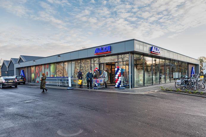 De Aldi-supermarkt aan de Zandheuvel, in het pand waar voorheen de Boerenbond zat, was vandaag voor het eerst open sinds de verbouwing. Vanwege corona zonder openingsmoment of speciale acties.