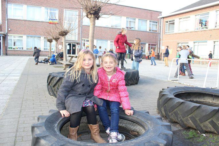De leerlingen van De Vlinderdreef leven zich uit op de speelplaats. De werken aan hun nieuwe schoolgebouwen beginnen eind volgend jaar.