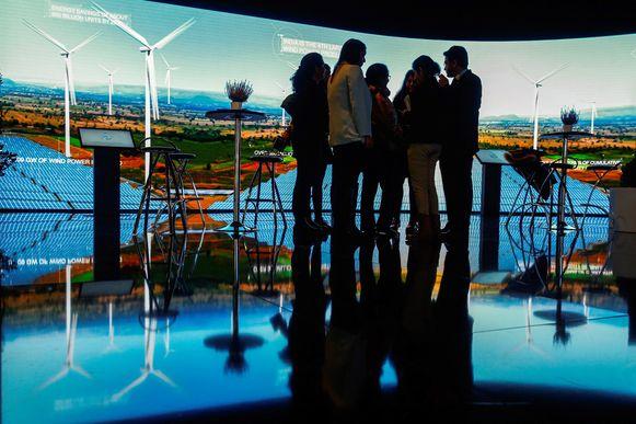 De Europese Investeringsbank stopt de financiering van fossiele energie en wil het komende decennium 1.000 miljard euro aan investeringen in duurzame ontwikkeling mobiliseren.