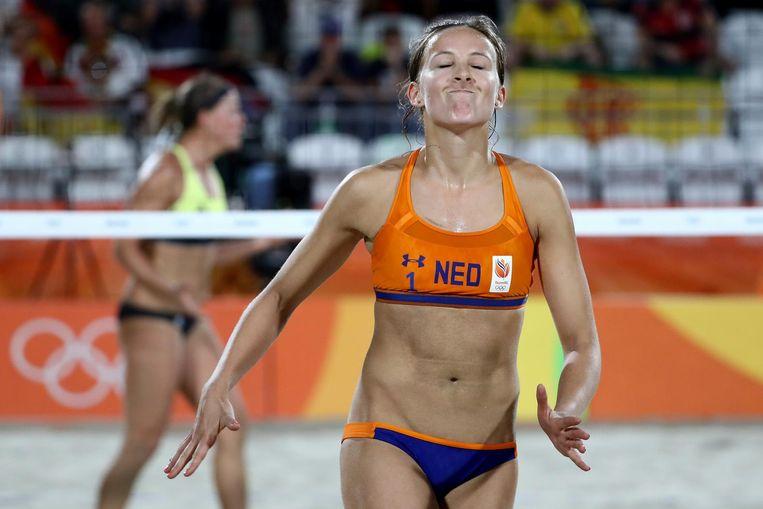 Sophie van Gestel baalt tijdens de wedstrijd tegen het Duitse duo Borger/Buthe. Beeld null