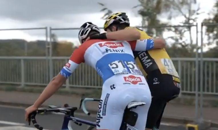 Van Aert en Van der Poel net na de finish. Beeld Instagram