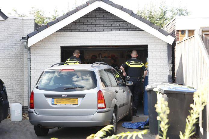 Geen actief drugslab in Veldhoven, maar wel veel spullen die gebruikt waren om drugs te maken. Links een jerrycan met chemicaliën.