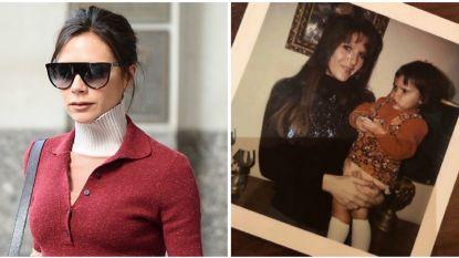 """""""Ik leerde het van de beste"""": Victoria Beckham eert haar mama met schattige foto"""